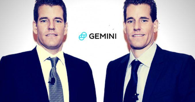 Les jumeaux Winklevoss devant le logo de Gemini, plateforme d'achat de Bitcoin et cryptomonnaies institutionnelle