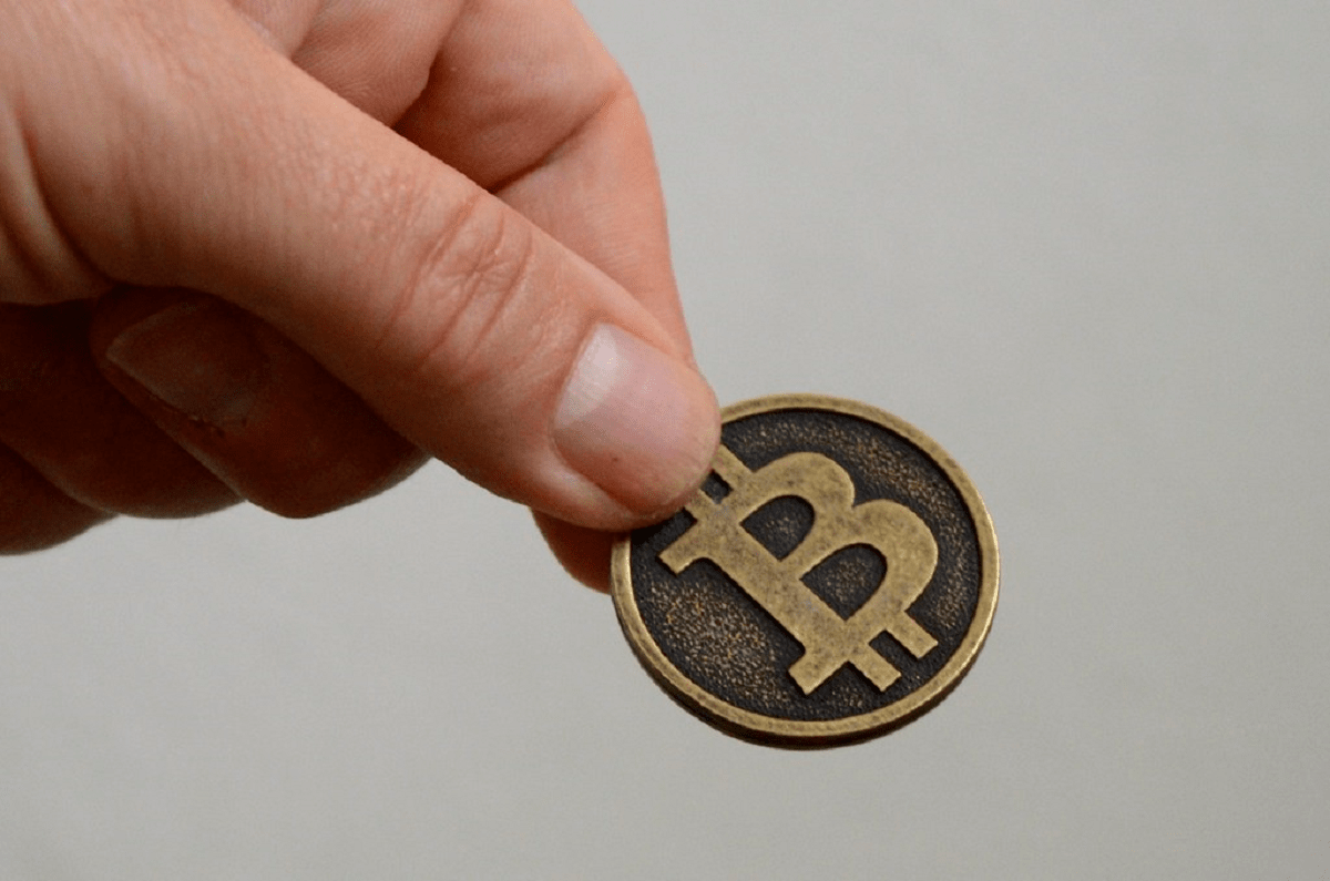 Miner's Revenue Spikes 14% As Bitcoin Transitions From A Block-Reward To A Transaction Fees Model