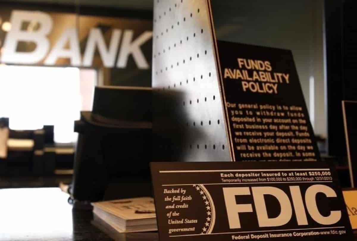 US FDIC Urging People Not To Withdraw Dollars From Banks; Bitcoin Can Benefit!