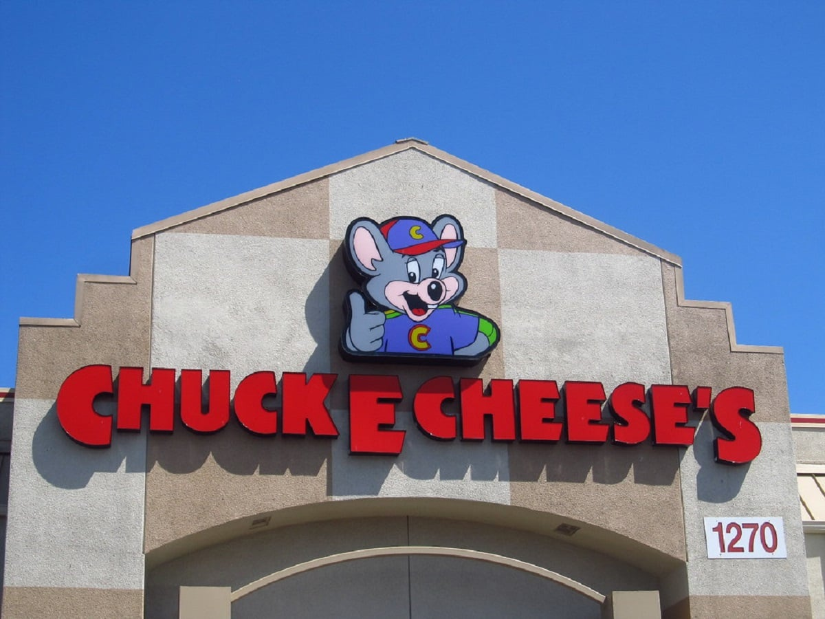 One Year after Deriding Bitcoin, Chuck E Cheese Files for Bankruptcy Protection