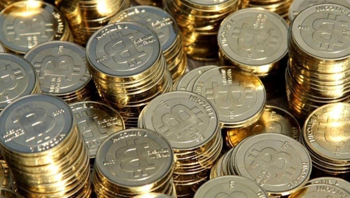 Standard Chartered Analysts Forecasts Bitcoin Price Hitting $100k by Year End